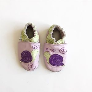 Robeez Purple snail soft sole EUC size 0-6m(2)